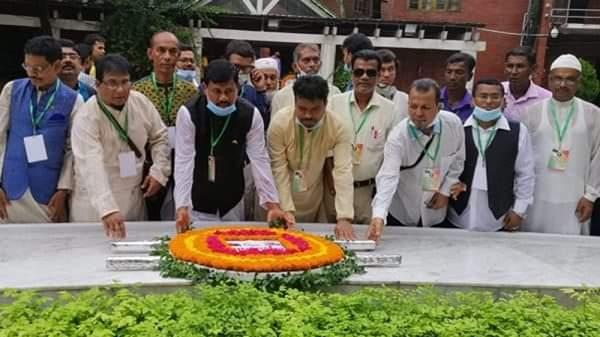ভারত বাংলাদেশ মৈত্রী সমিতি বরিশাল কমিটির বঙ্গবন্ধুর সমাধিতে পুষ্পার্পণ